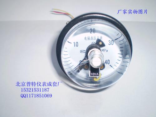 电接点压力表的活动触点(电源共公端)与下限触头接通